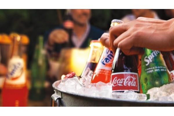 喝碳酸饮料,小心会长皱纹